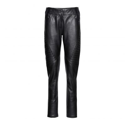 woman leather pants with pleats front