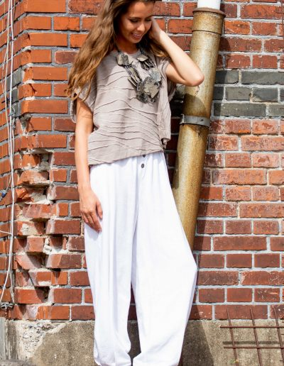 Cotton blouse linen pants e avantgarde